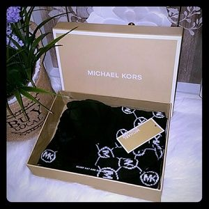 Michael kors scarf gloves and hat set